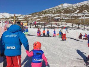 Clase de esquí con niños en Alto Campoo